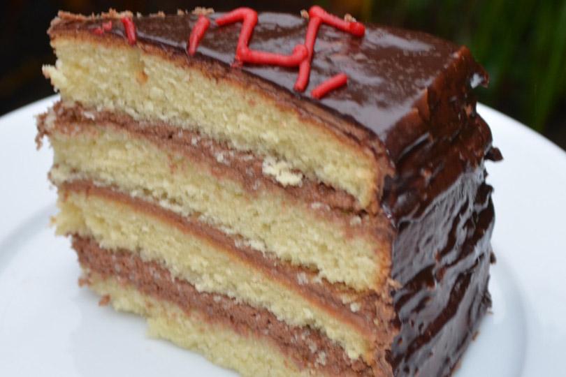 Images Of Chocolate Vanilla Cake : Gluten-Free Vanilla Cake with Chocolate Buttercream ...